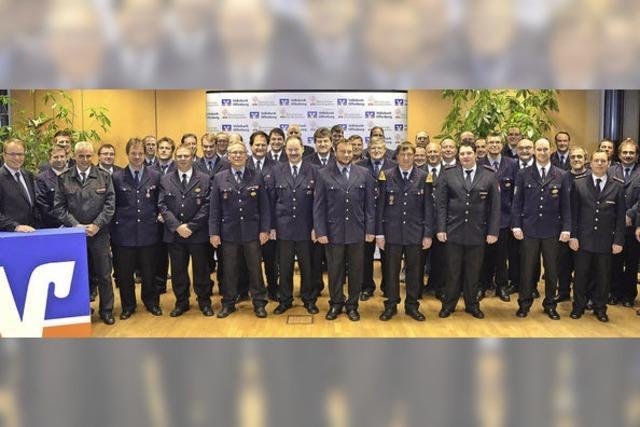Volksbank spendet an Feuerwehren und THW