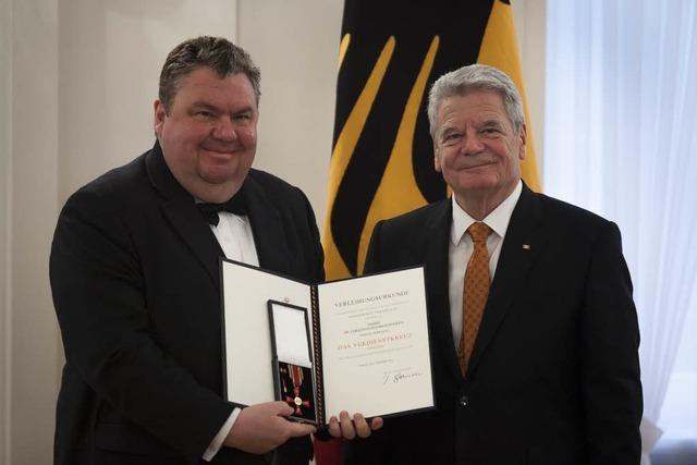 BZ-Herausgeber Hodeige mit Bundesverdienstkreuz geehrt