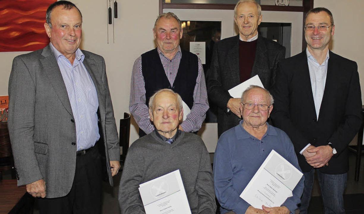 Langjährige Mitglieder in der WG Gotte... (links) und Michael Schmidle geehrt.   | Foto: Mario Schöneberg