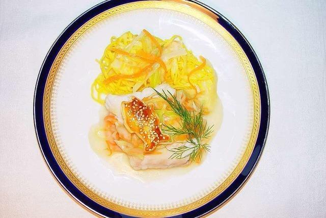Was Leichtes zum Fest: Fischfilet auf Gemüse-Julienne
