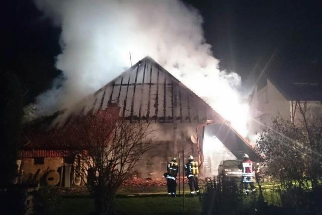 Feuer zerstört alten Bauernhof in Waldkirch-Buchholz
