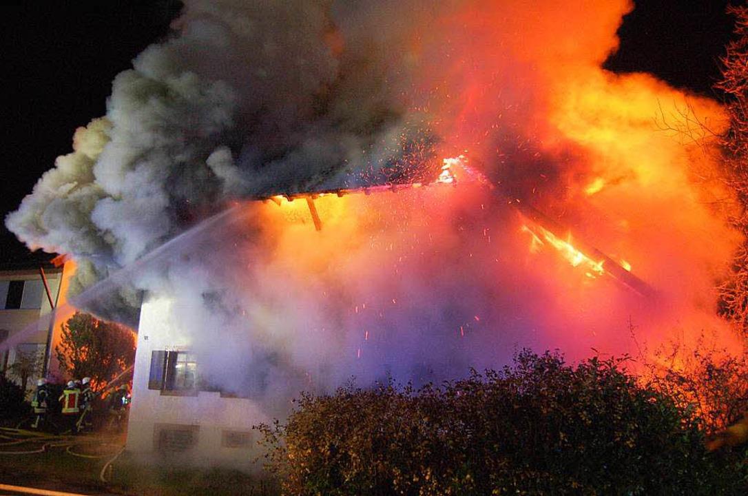 Großbrand auf einem Bauernhof in Buchholz.  | Foto: Christian Ringwald