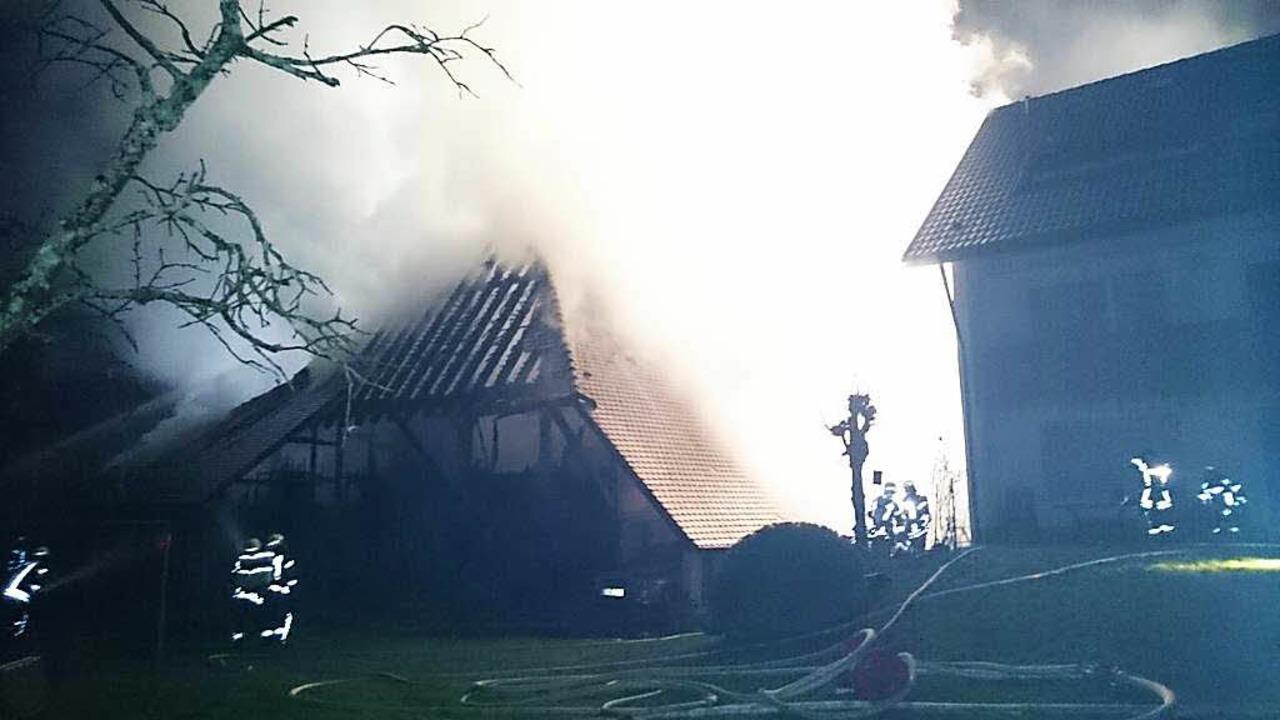 Großbrand eines Bauernhofs in Buchholz.  | Foto: Kamera24