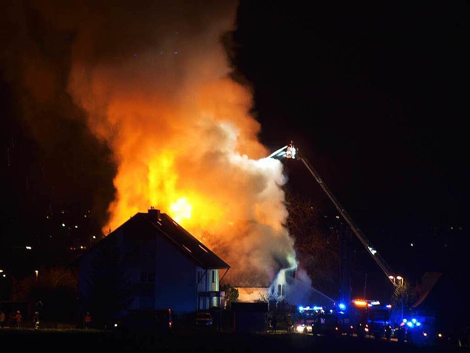 Großbrand eines Bauernhofs in Buchholz.  | Foto: Matthias Gut