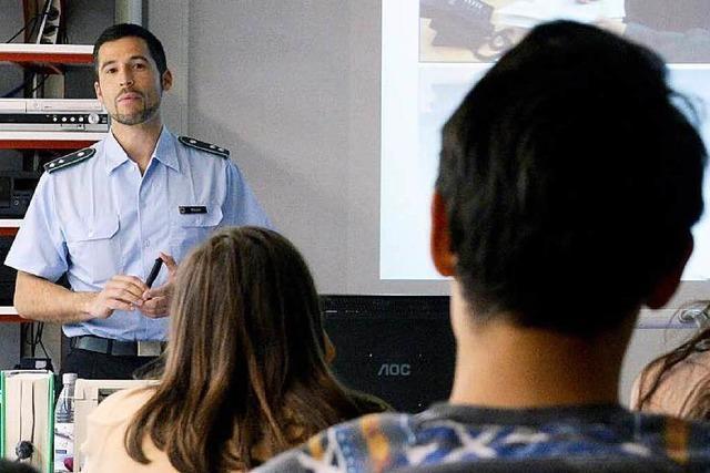 Bundeswehr im Unterricht: Pazifisten sollen auch zu Wort kommen