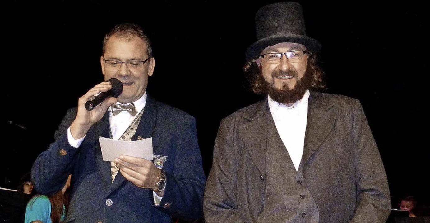 Der Vorsitzende Thomas Vogelbacher und...emmer) begrüßten die Konzertbesucher.     Foto: Karla Scherer