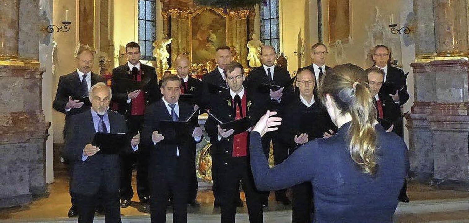 """Im Stil der Gregorianik: die Herren de...22;Rorate coeli"""" in St. Ulrich.     Foto: Anne Freyer"""