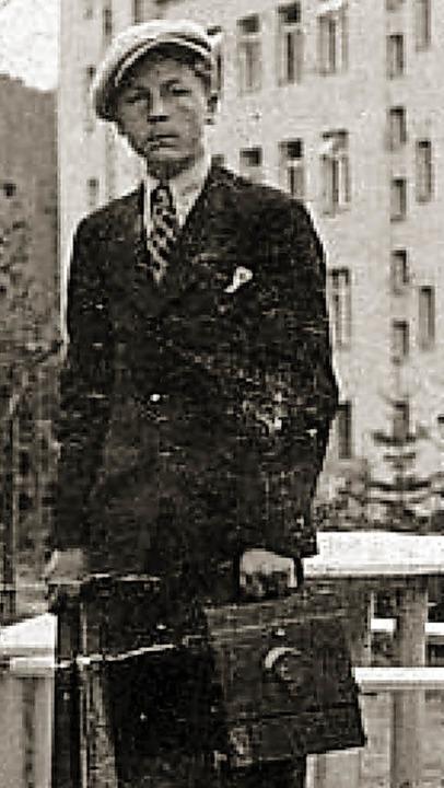 Vor seiner Verhaftung: Wilhelm Brasse mit Kamera   | Foto: Verlag