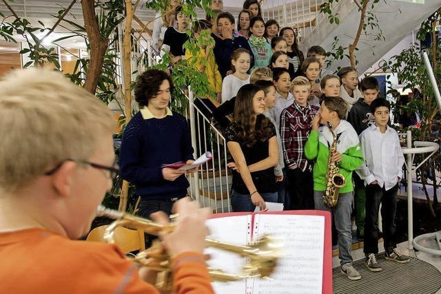 Mit Musik und Nikolaus