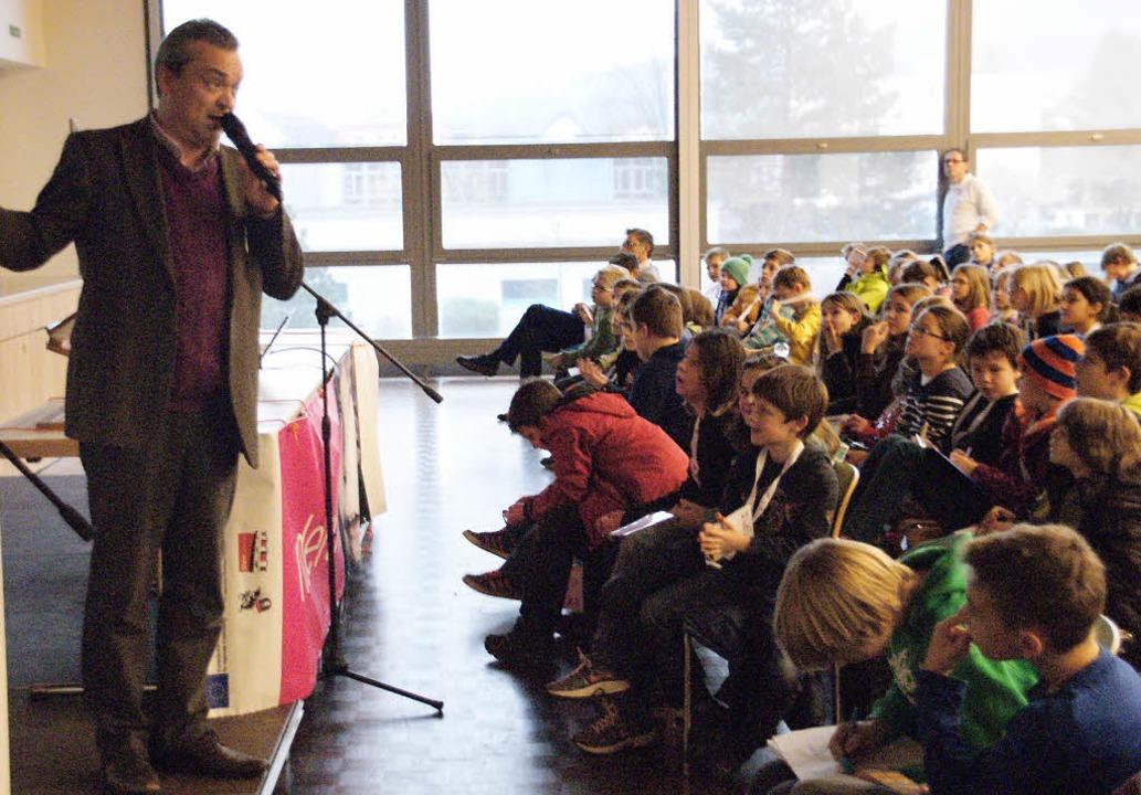 Professor Christoph Bielitz  sprach in der Kinderuni in Stein über Schmerzen   | Foto: HrVoje Miloslavic