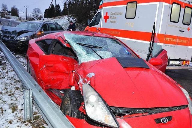 Drei Verletzte bei Unfall