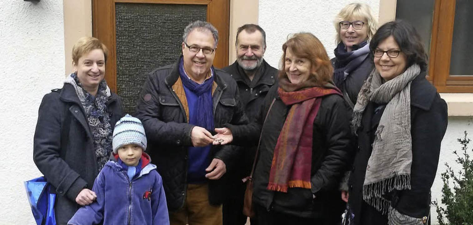 Thomas Wengert (Dritter von links)  vo...r für Spenden für Flüchtlinge genutzt.  | Foto: privat