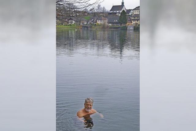 Ein Bad im Rhein mitten im Dezember