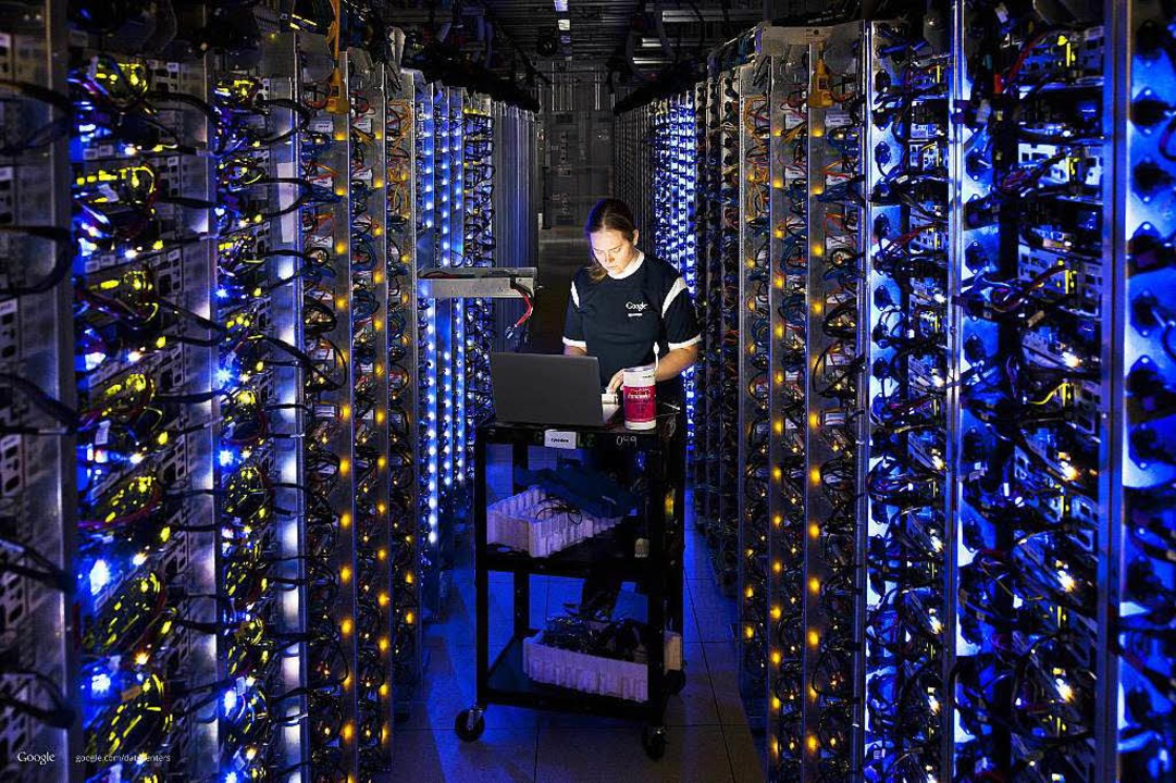 Informations- oder Machtzentrale: das Google-Datencenter in Dalles (Oregon)  | Foto: dpa