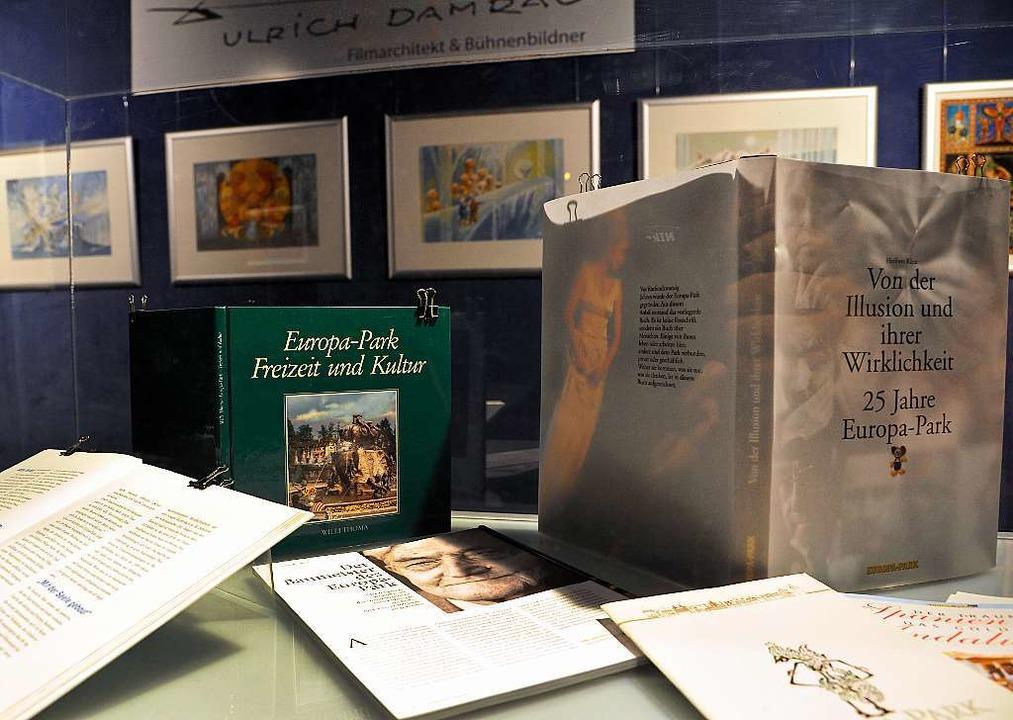 Auch ein Teil der Ausstellung: Dokumente und handschriftliche Aufzeichnungen.  | Foto: Bernhard Rein, Bernhard Rein