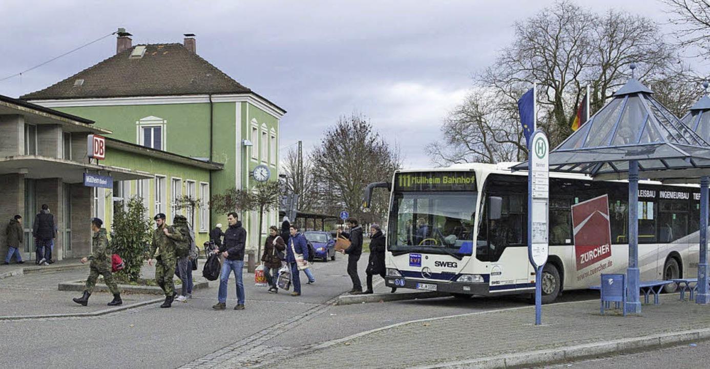 Die Anbindung vom Bus zur Bahn soll  abends besser werden.   | Foto: Münch