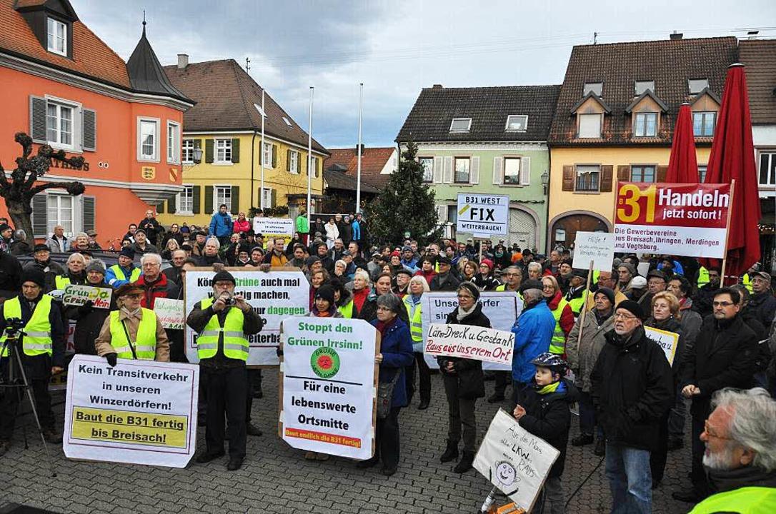 Die Bürgerinitiativen demonstrieren für den Weiterbau der B 31    Foto: Kai Kricheldorff