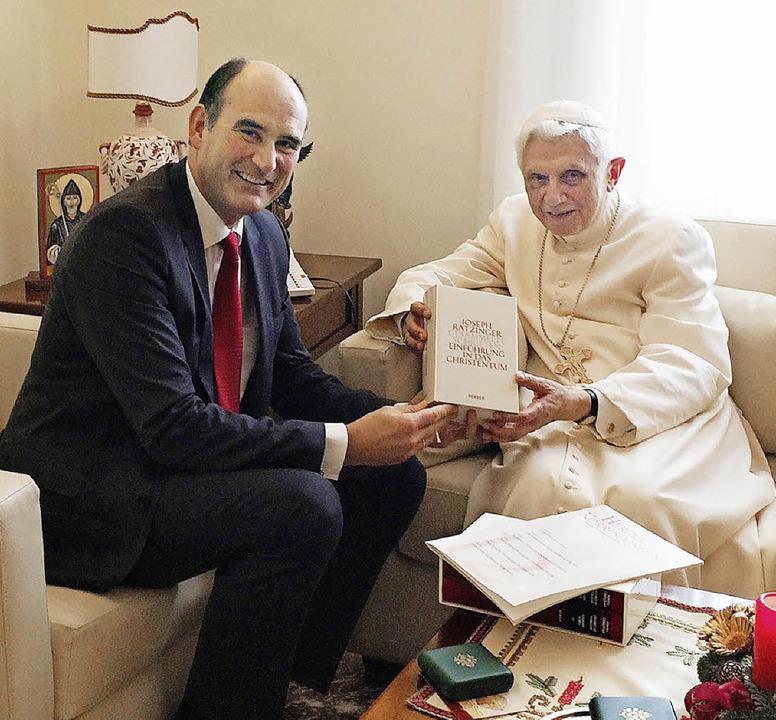 Manuel Herder mit Papst Benedikt in Rom  | Foto: privat