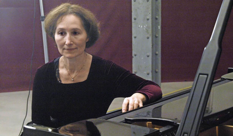 Die künstlerische Leiterin der Reihe &...bschluss Schumann, Beethoven und Liszt  | Foto: Karin Stöckl-Steinebrunner