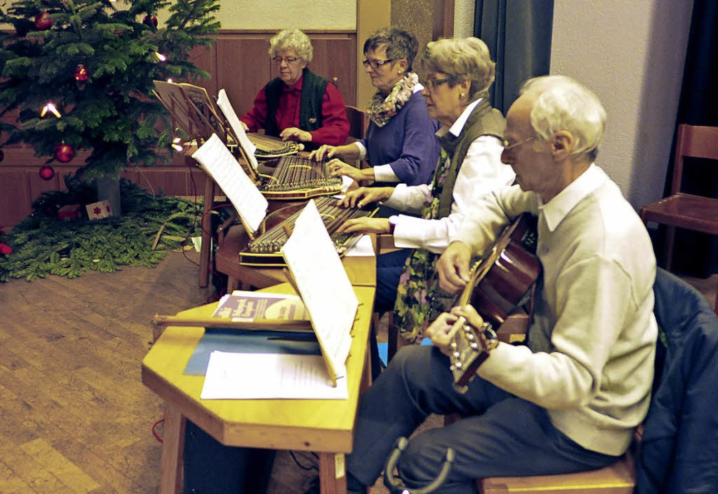 Musikalisch unterhalten wurde die VdK-...ollnau durch die Zithergruppe Elzach.     Foto: Eberhard Weiss