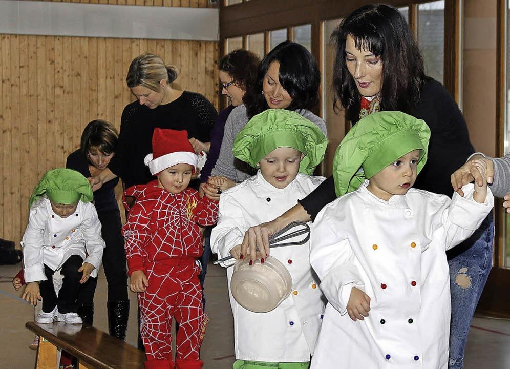 Kleine Weihnachtsbäcker ganz groß bei ...sfeier des TuS Schuttern am Sonntag.      Foto: Heidi Fössel