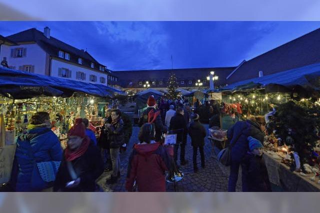 Munzinger Weihnachtsmarkt punktete wieder mit seinem Schlosshof-Flair