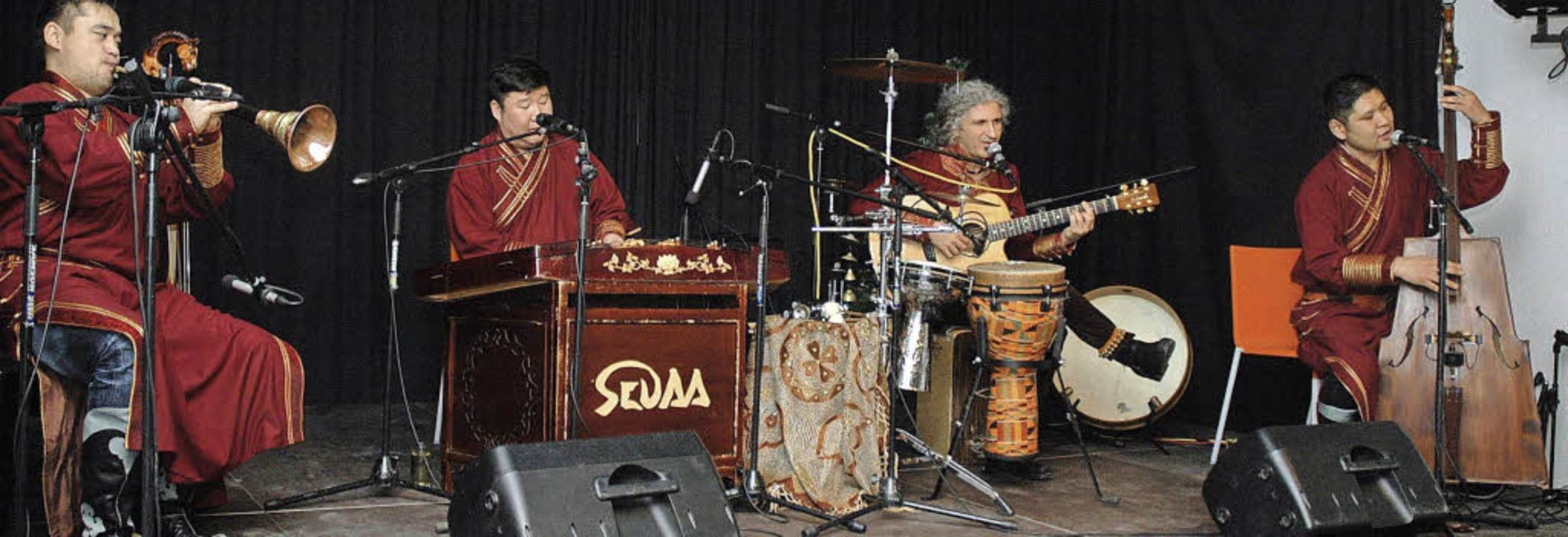 Ganz der Tradition ihrer Heimat verbunden sind die Musiker der Gruppe Sedaa.    | Foto: Ounas-Kräusel