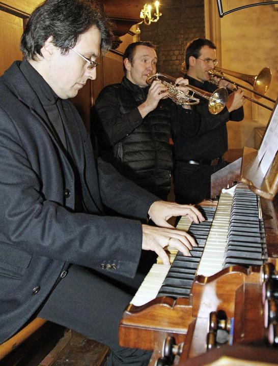 Adventskonzert Waldkirch mit Organist ...röffneten und beschlossen das Konzert.  | Foto: Gerda Oswald