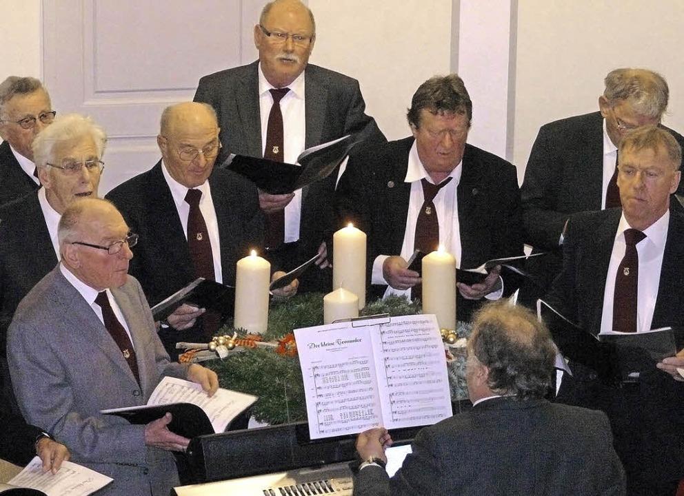 Ein Höhepunkt: Der Auftritt des Männerchors     Foto: Alfred Arbandt