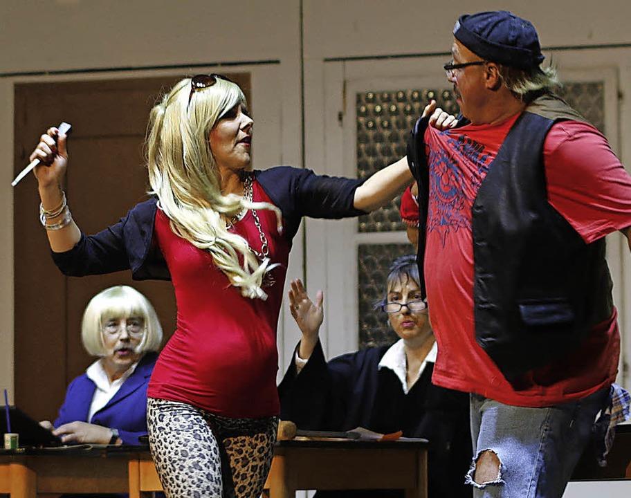 Auf der Bühne gab es Szenen einer wilden Ehe.   | Foto: Heidi Fössel