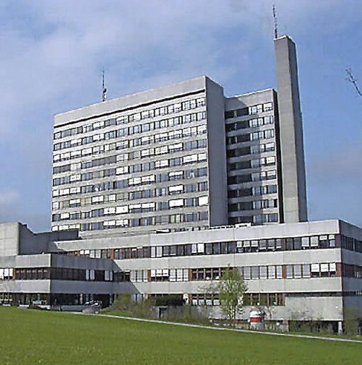 So oder so ein Sanierungsfall: das Bas...ter Kantonsspital auf dem Bruderholz.     Foto: ZVG