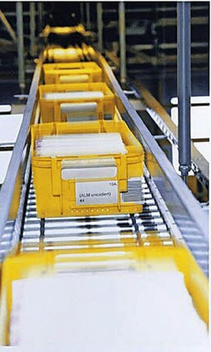 Nie gehen mehr Briefsendungen durchs Briefzentrum als in der Vorweihnachtszeit.   | Foto: POST AG
