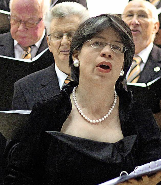 Die Sopranistin Birte Niemann hatte  m...m Chor 72 einen wunderbaren Auftritt.   | Foto: Antje Gessner