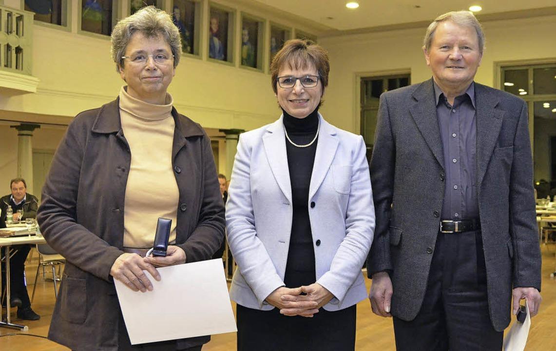 Oberbürgermeisterin Edith Schreiner st...elika Wald (links) und Fridolin Link.   | Foto: Ralf Burgmaier