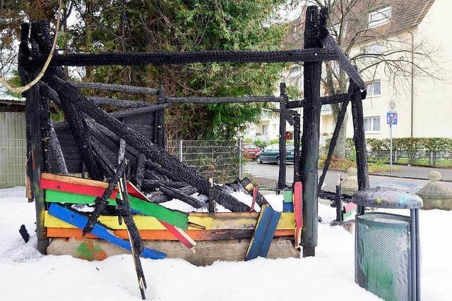 Erneut Holzhütte auf Freiburger Spielplatz abgebrannt