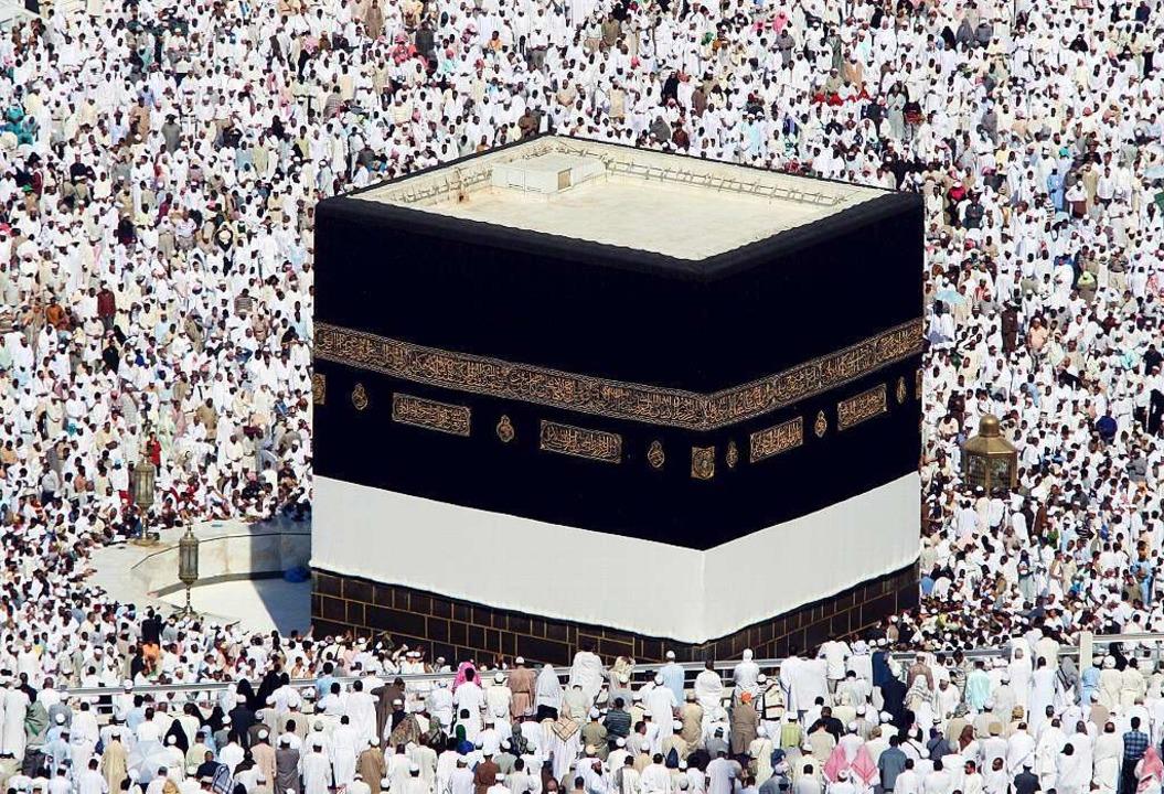Die Kaaba in Mekka. Flüchtlinge sieht man dort selten.  | Foto: dpa