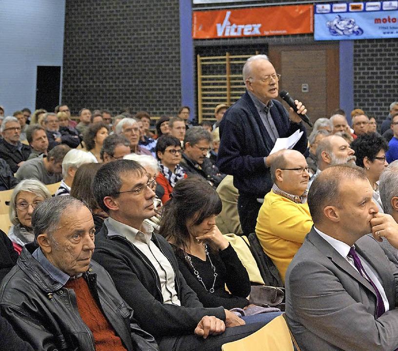 Stefan Blank von der Bürgerinitiative ...uchten Info-Abend beantwortet werden.     Foto: christine storck