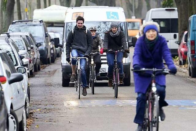 Hindenburgstraße: Rücksichtslose Radler nerven Anwohner und Autofahrer