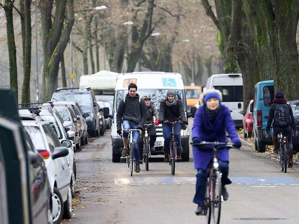 Die Hindenburgstraße ist eine vielbefa...traße – was auch zu Ärger führt.  | Foto: Ingo Schneider
