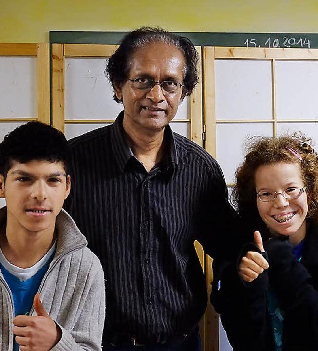 Sarath Ohlms mit den Zisch-Reportern Jens und Larissa    Foto: Privat