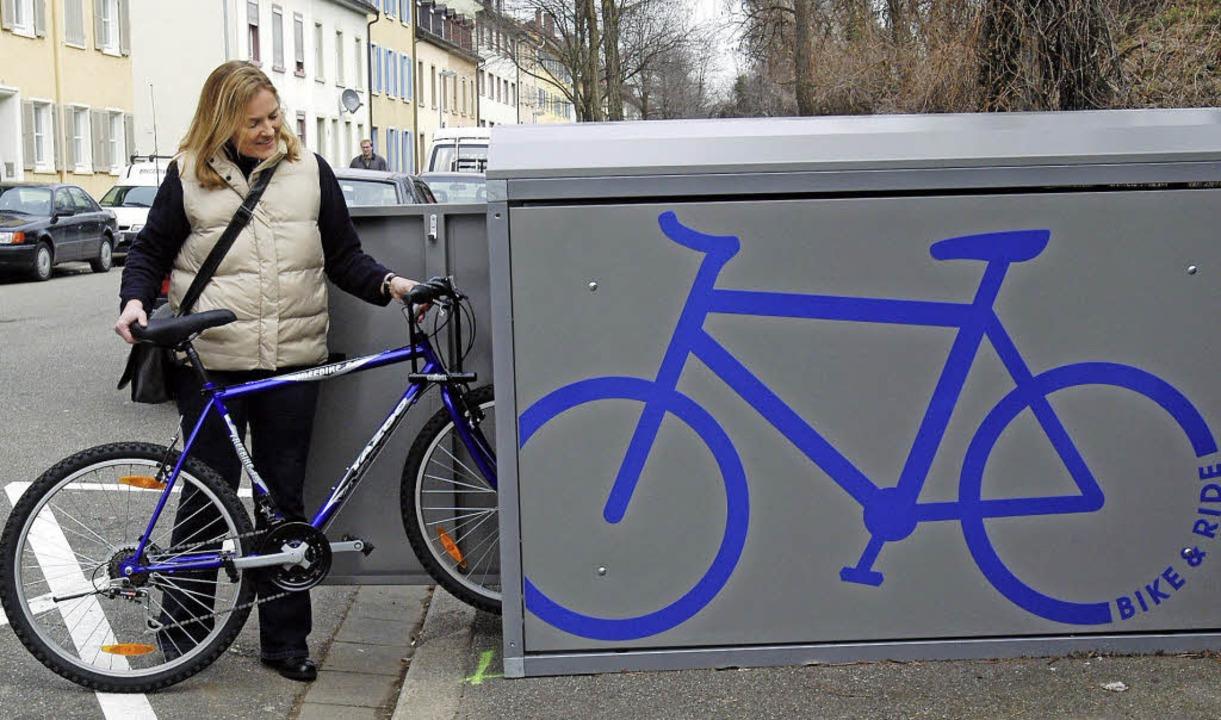 Solche Boxen wie hier in Freiburg soll es auch am Müllheimer Bahnhof geben.  | Foto: Ingo Schneider