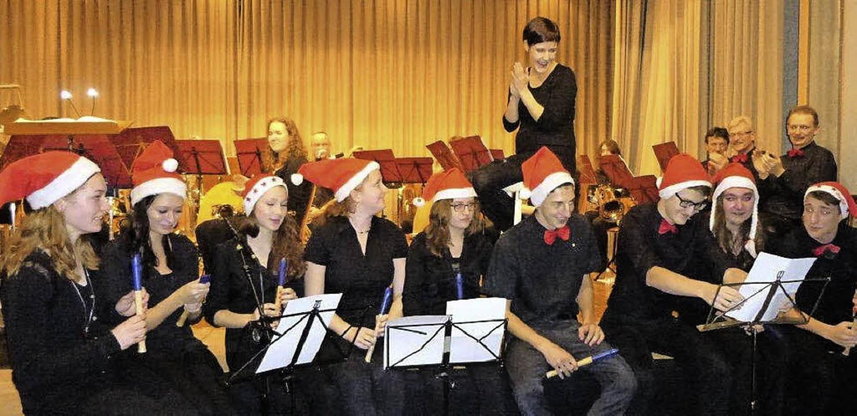 Für die scheidende Dirigentin packten die Musiker ihre Blockflöten aus.   | Foto: Anne Freyer