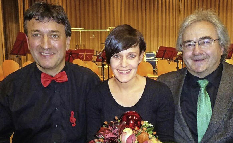 Für 25 Jahre im Verein, davon zehn als... (links) und Josef Heckle Yvonne Weik.  | Foto: anne freyer