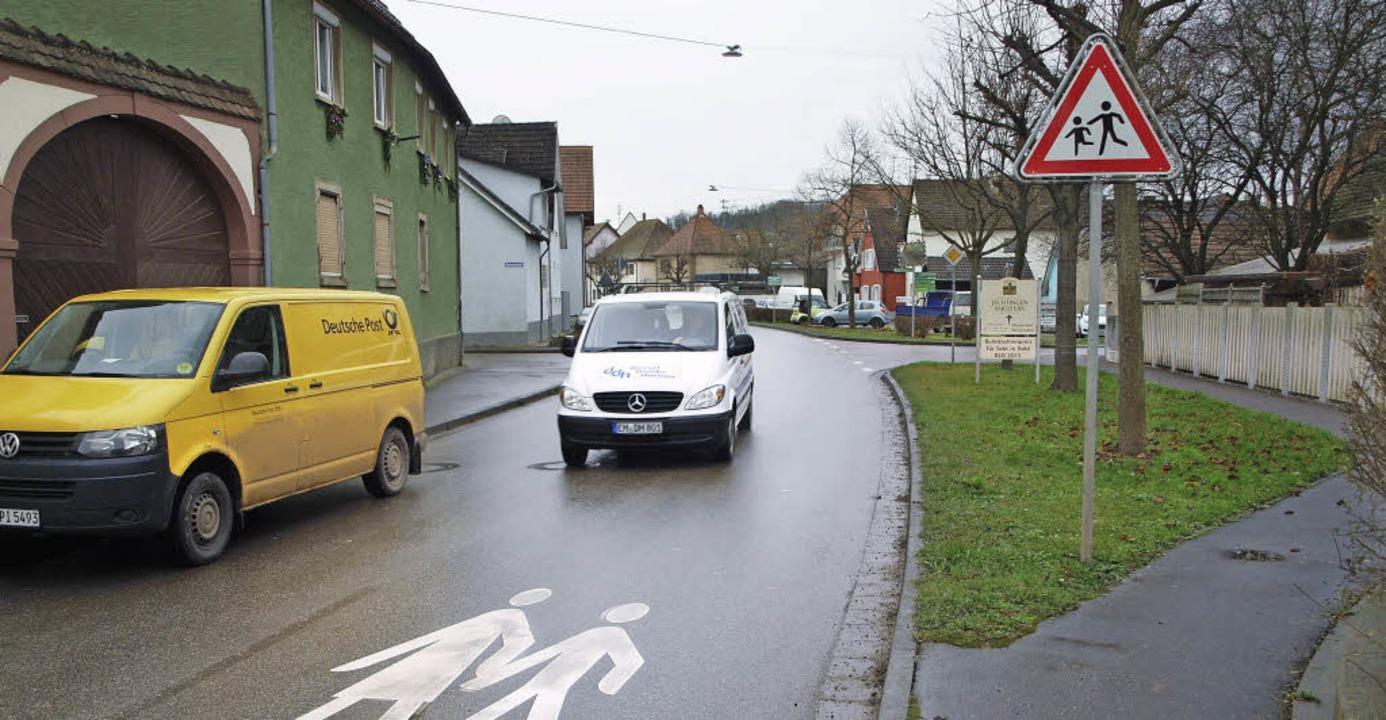Die Kreuzung Dorfstraße/Rosenstraße/Rheinstraße ist eine gefährliche Ecke.  | Foto: Michael haberer