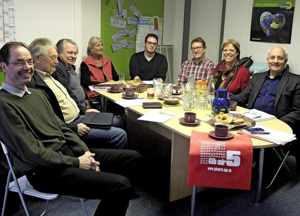 Der DGB-Ortsverband Elztal-Waldkirch i... und Alexander Schoch (beide rechts).   | Foto: Ann-Marie Hollinger