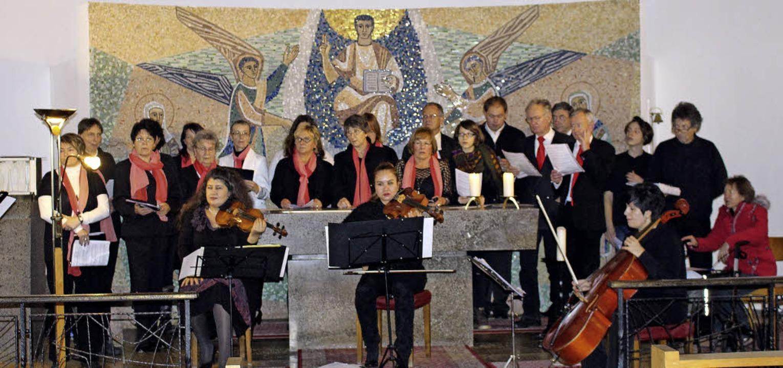 Musikerinnen aus Bulgarien und die Sän...bnet zogen die Zuhörer in ihren Bann.   | Foto: Schanz