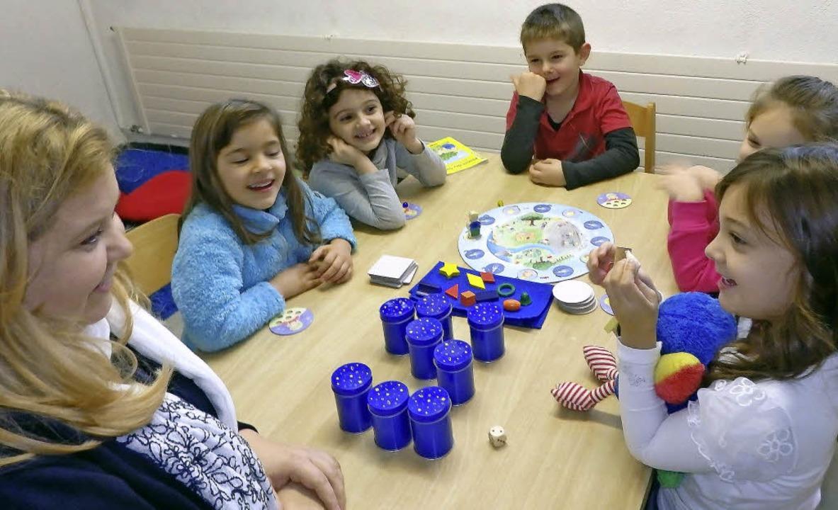 Agnes Fuchs bei der Sprachförderung im St. Anna-Kindergarten   | Foto: Johanna Högg
