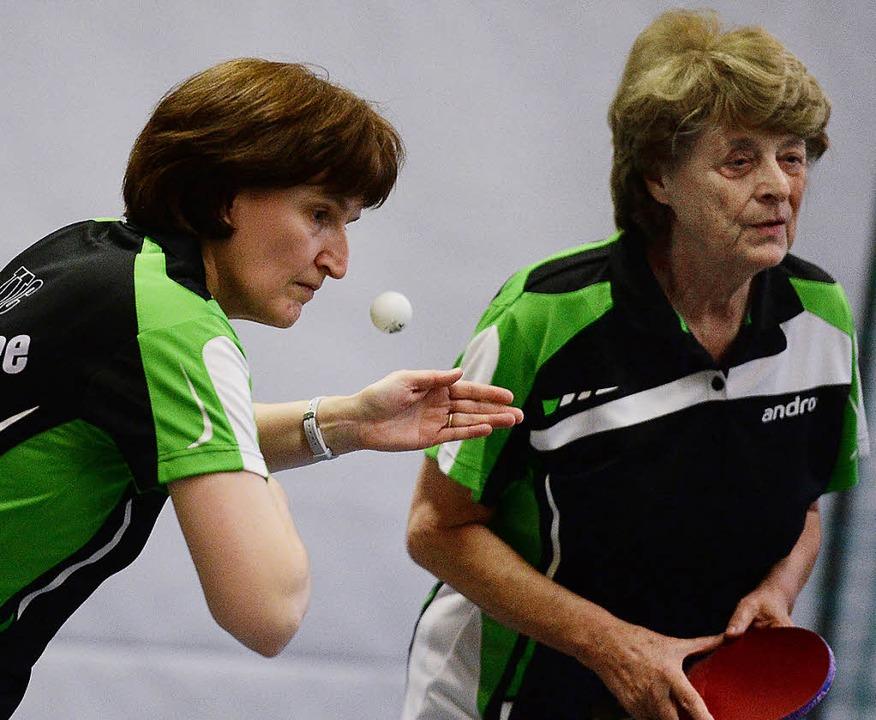 Das Doppel Heidi Isele (links) und Ing...reimal in der Tischtennis-Landesliga.   | Foto: Seeger