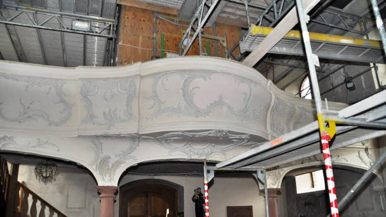 Die Orgel bekam zum  Schutz während der Kirchensanierung eine Holzverschalung.  | Foto: Julius Steckmeister