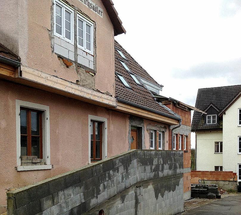 Das ehemalige Gasthaus Zum Reichsadler... umgebaut - nicht alles ist genehmigt.    Foto: Jutta Schütz